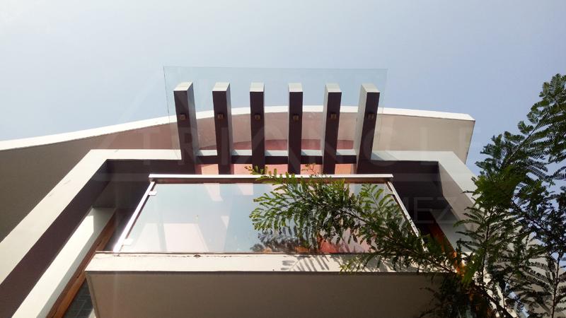 Glass railing balcony with pergola glass roof